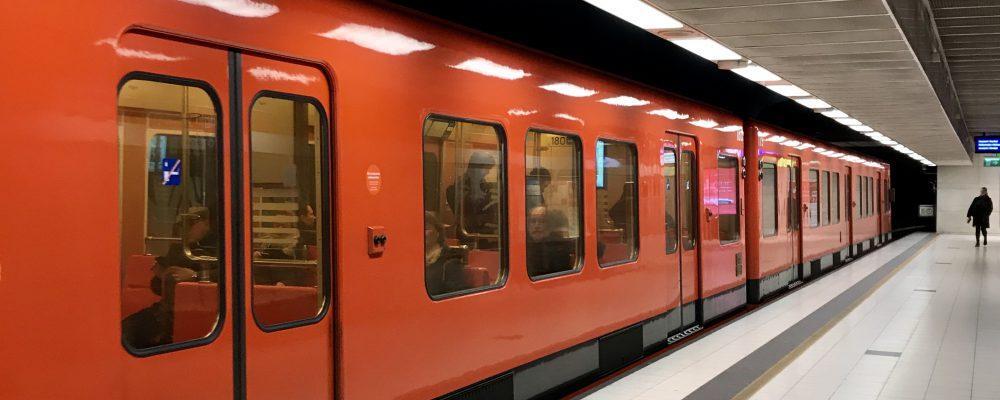 Kuva: Sonja Pietiläinen. Metro pysähtymässä asemalaiturille